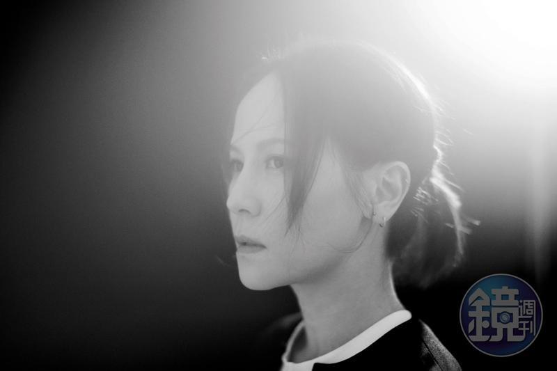 楊乃文在媒體或社群網路上都是個冷調的人,但她的直率與緊張,卻全都是她繽紛色彩組成的一部分。