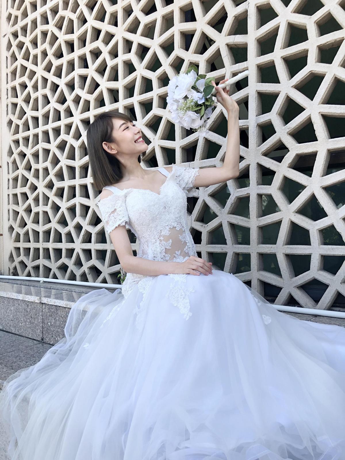 林明禎第一次挑選婚紗有一種莫名的幸福氛圍。(種子音樂提供)