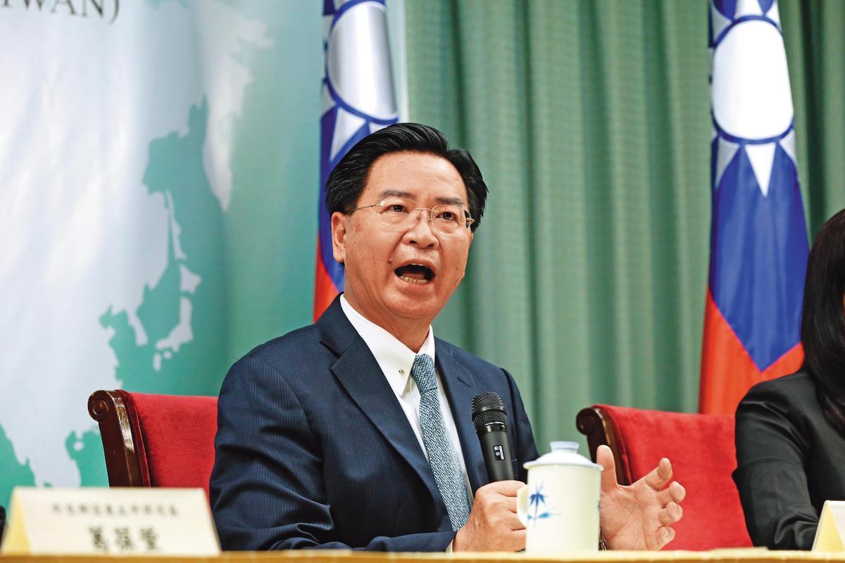 外交部長吳釗燮近來因蘇啟誠案大傷腦筋,不但被藍委提告涉及妨礙公務及誣告,未料連駐外代表也爆出有小三。