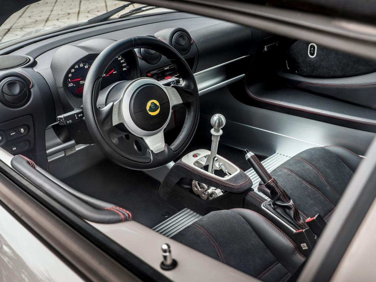 Lotus Elise Sport 220內裝特寫。