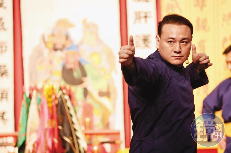 張瑋(圖)是父親張安樂的得力助手,目前成立華夏大地旅行社辦理中國人士來台等業務。