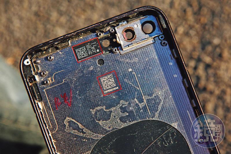 iPhone每項零組件上,都會印上一組專屬二維碼(紅框處)。