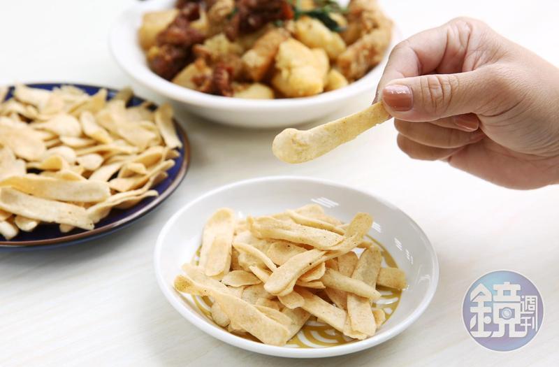 將甜不辣削成薄片的「京片子」是皇家鹹酥雞的招牌,也是吳昕霈的必點菜色。