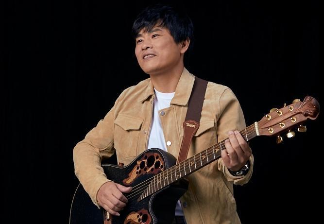 律師歌手蘇明淵將在12月25日推出台語專輯《善良的歹人》。(紅豆娛樂提供)