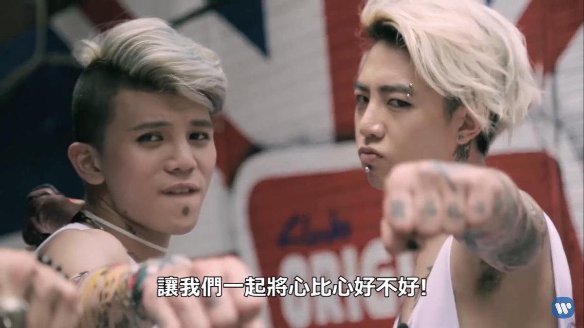「反骨男孩」曾與謝和弦合拍影片,在他們眼中謝和弦是恩人。(翻攝自謝和弦YouTube)
