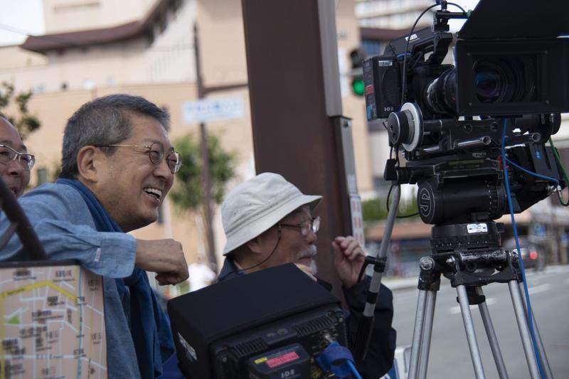 日本資深編劇、導演荒井晴彥(左一)自編自導遊刃有餘,一點都不覺得困難。(森重晃提供)
