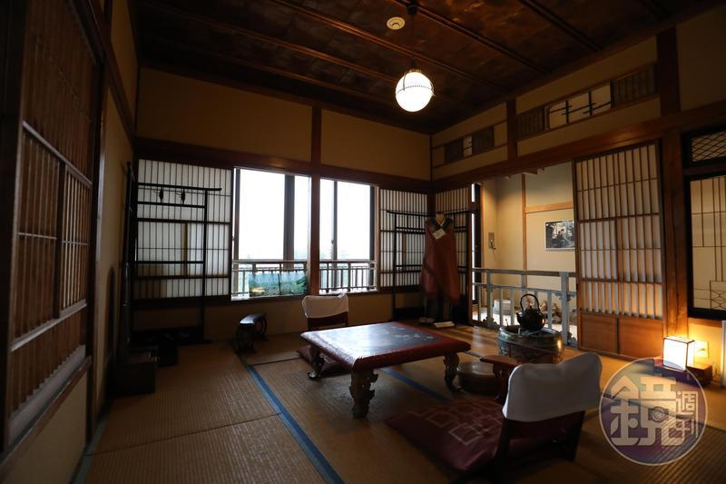 高半旅館的「霞之間」,是岸惠子主演《雪國》電影的主要場景,如今仍完整保留。