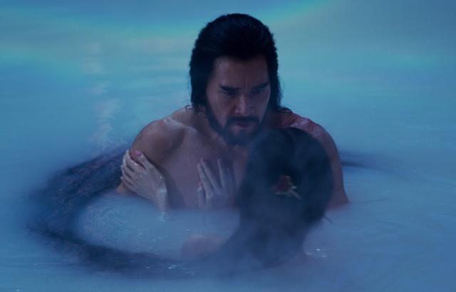 費翔在電影中飾演紂王,露出健美身材。(翻攝費翔微博)