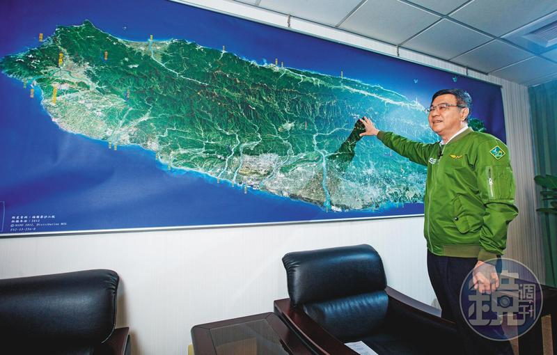 民進黨主席卓榮泰接受本刊專訪,評估民進黨明年立委選戰有機會取得過半席次。