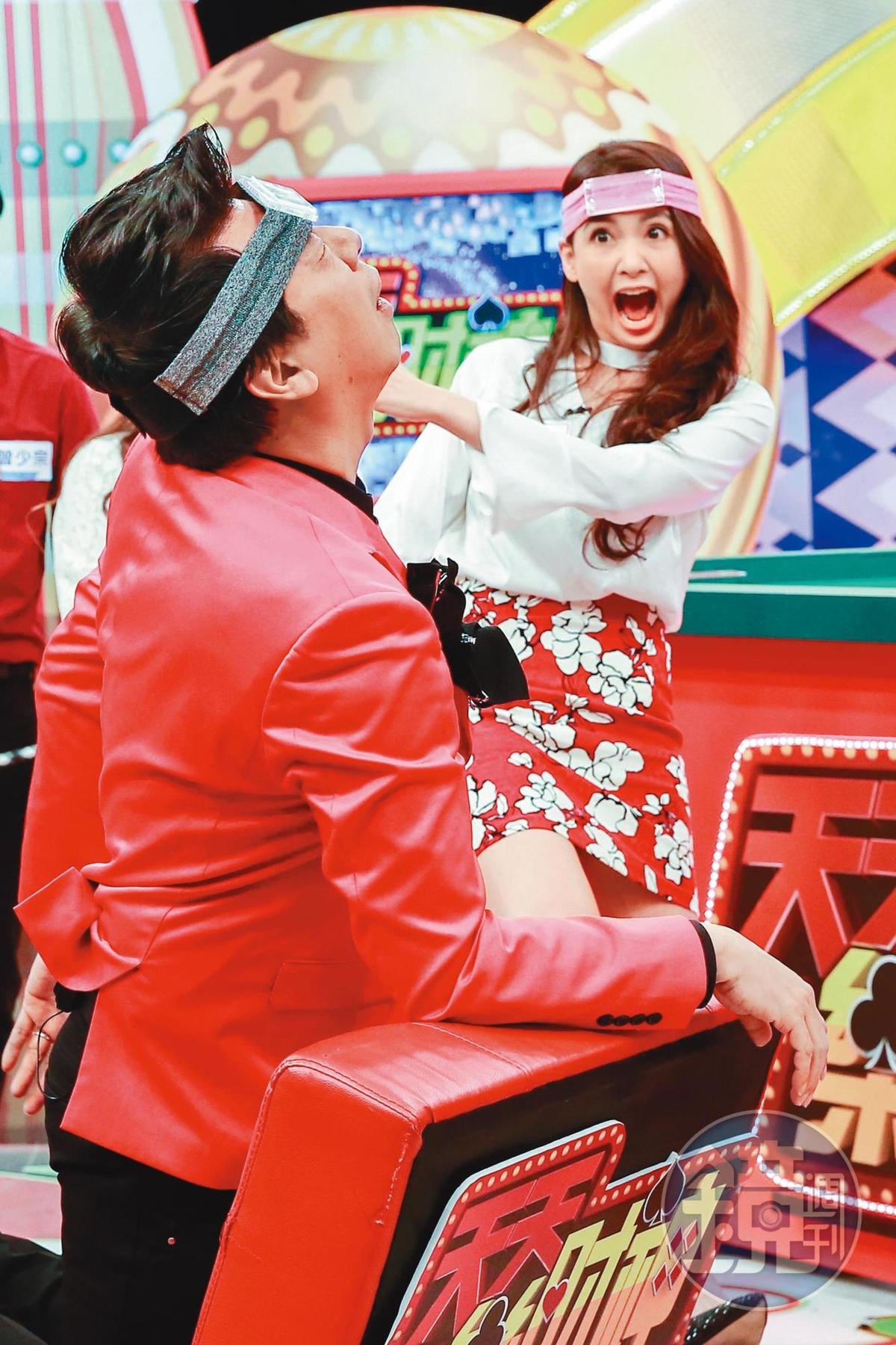 韋汝曾經為照顧兒子短暫退出娛樂圈,直到2012年復出後,又開始接通告上綜藝節目當來賓賺錢。