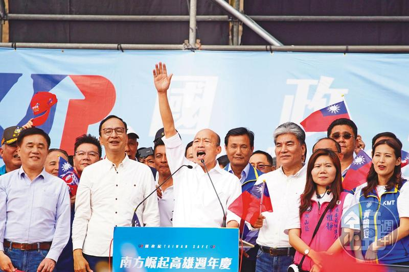 韓國瑜從7月間贏得黨內初選後,民調支持度就一路向下,9月起落後的差距繼續擴大,最近更竄升至20%以上。