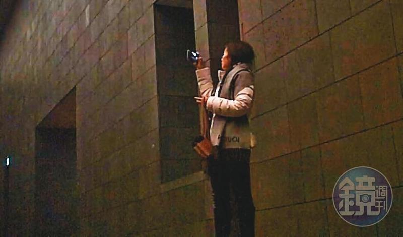 12/18 20:24 陳女在安縵酒店內自拍。