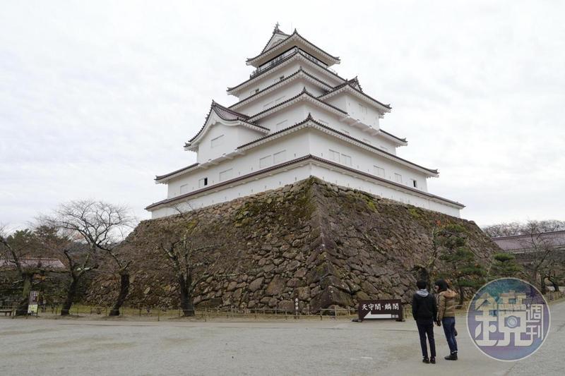 唯一使用磚紅色屋瓦的天守閣,有5層樓高,是東日本最大的城堡。