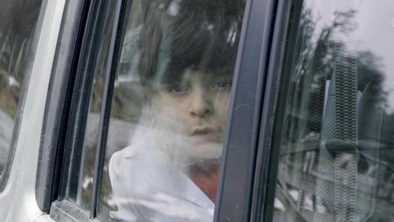 《幸福試用期》中的孤兒小喬在學校向同學自爆吸毒黑歷史,造成全校師生家長譁然。(佳映娛樂提供)