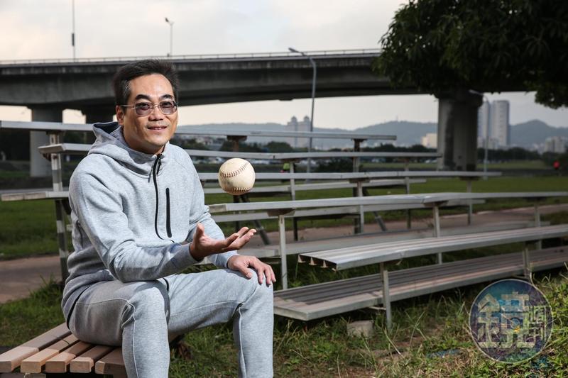 洪志賢是資深棒球迷,他認為投資「上壘率」最高的方法,就是看籌碼面、追蹤外資。