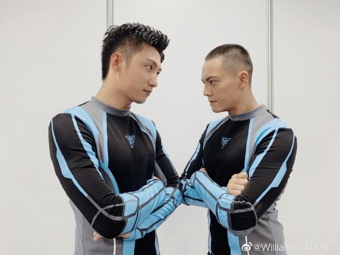 陳偉霆跟黃景瑜(左)是《追我吧》班底,黃景瑜日前出席活動時更是面容憔悴,且還暴瘦一圈。(翻攝自陳偉霆微博)