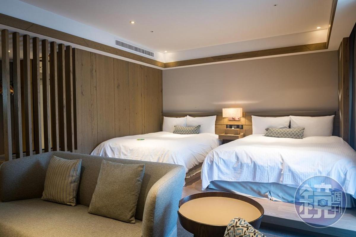 淺色的木質風格,出現在客房內。