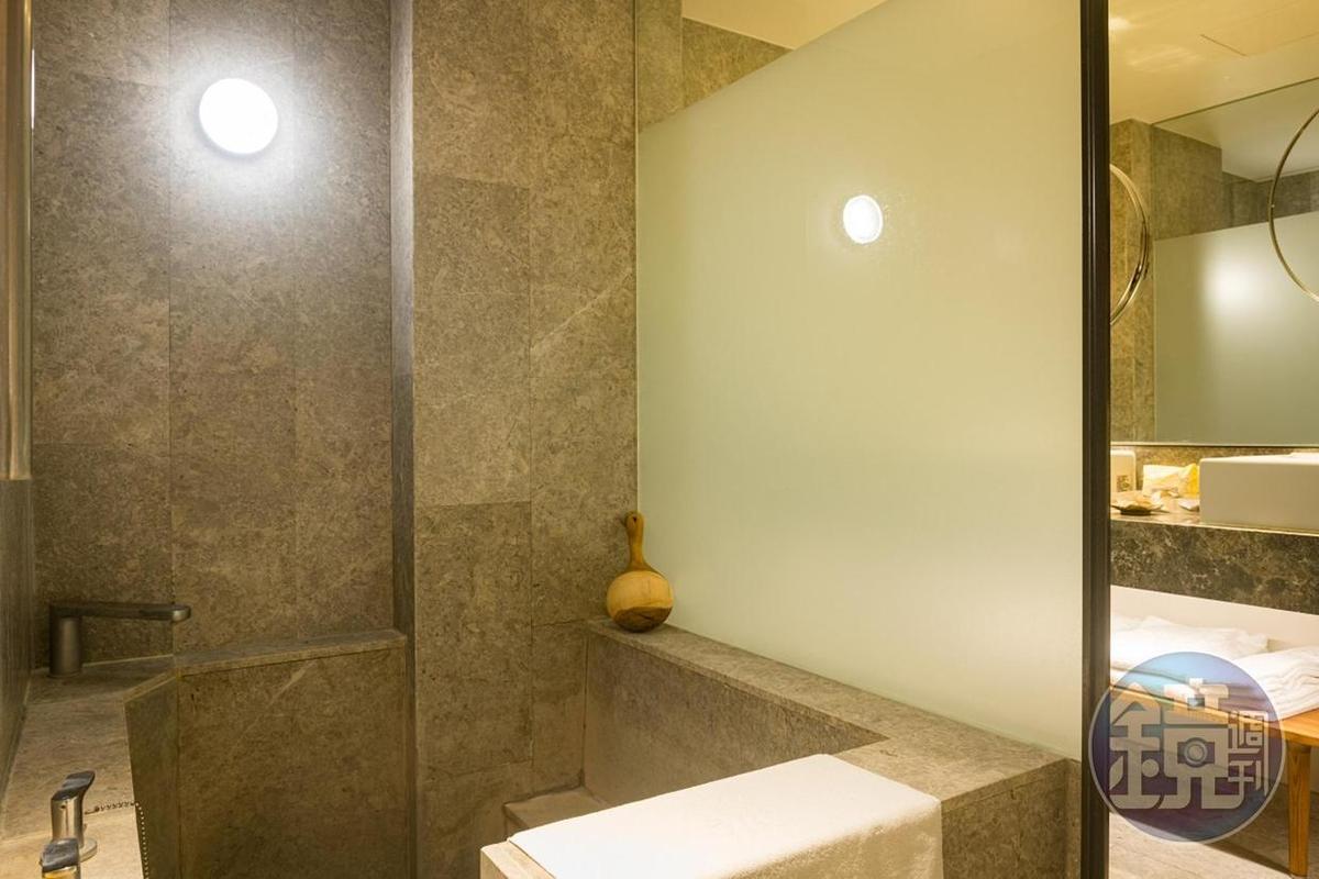 每個房間都有自己的泡湯池。
