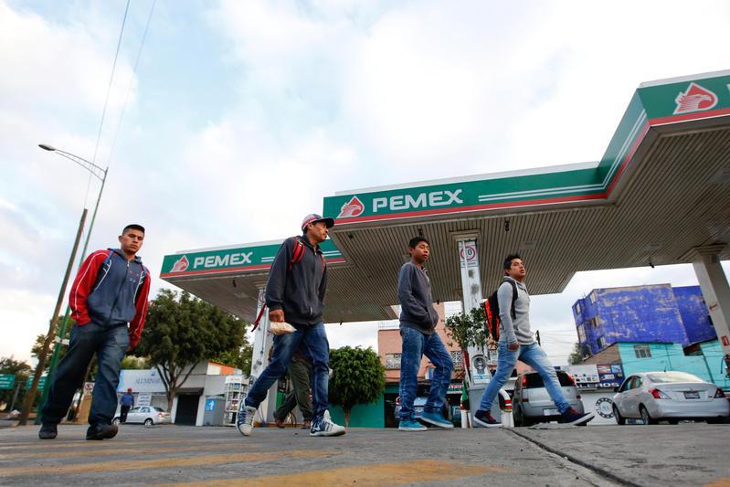 墨西哥石油公司不僅被評定接近垃圾債,連墨國政府的評等也被該公司拖累。(達志影像)