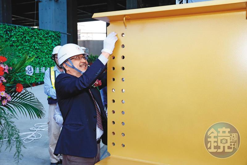 去年12月16日C2工地風光舉辦上梁儀式,康信鴻親自出席主持。