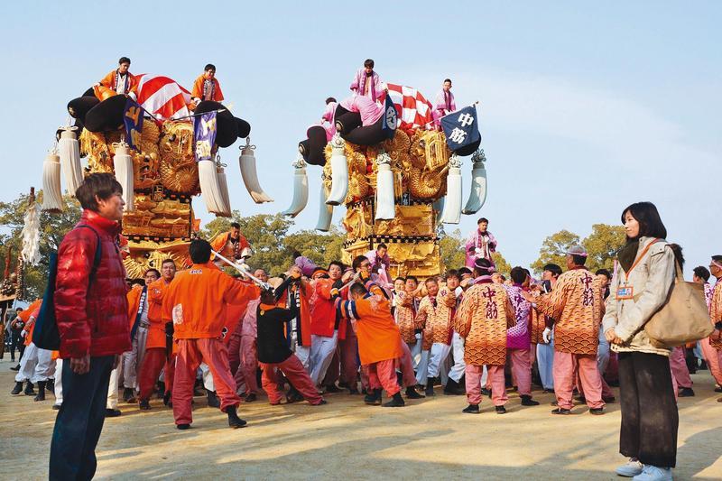 《與昨日同行》為愛媛縣新居濱市改制為市80週年紀念電影,被譽為「四國三大祭典」之一的新居濱太鼓祭亦在片中登場。(可樂電影提供)