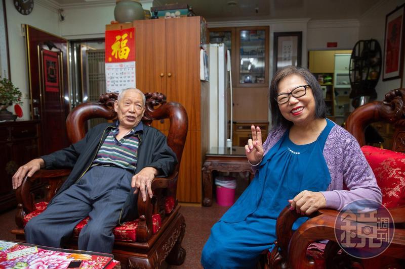 穆記第一代老闆穆傳財(左)與太太鍾紫嫺(右)為養家而創業,以蚵仔麵線路邊攤起家。