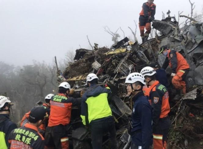 黑鷹直昇機2日墜毀釀8死5傷悲劇,總統蔡英文、國民黨總統候選人韓國瑜皆宣布暫停辦理選舉造勢相關行程。(翻攝畫面)