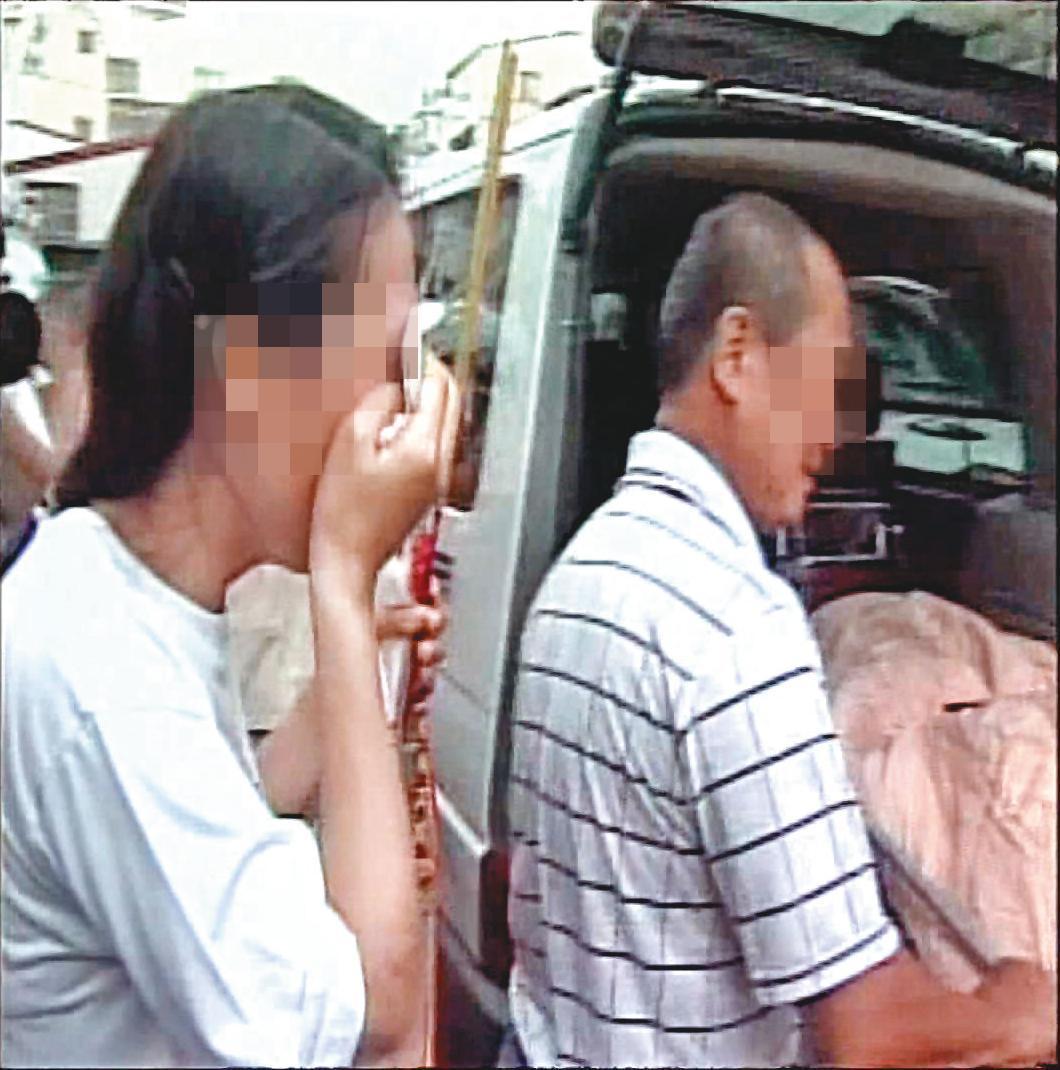 母子倆慘遭殺害,家人悲痛不已。(東森新聞提供)