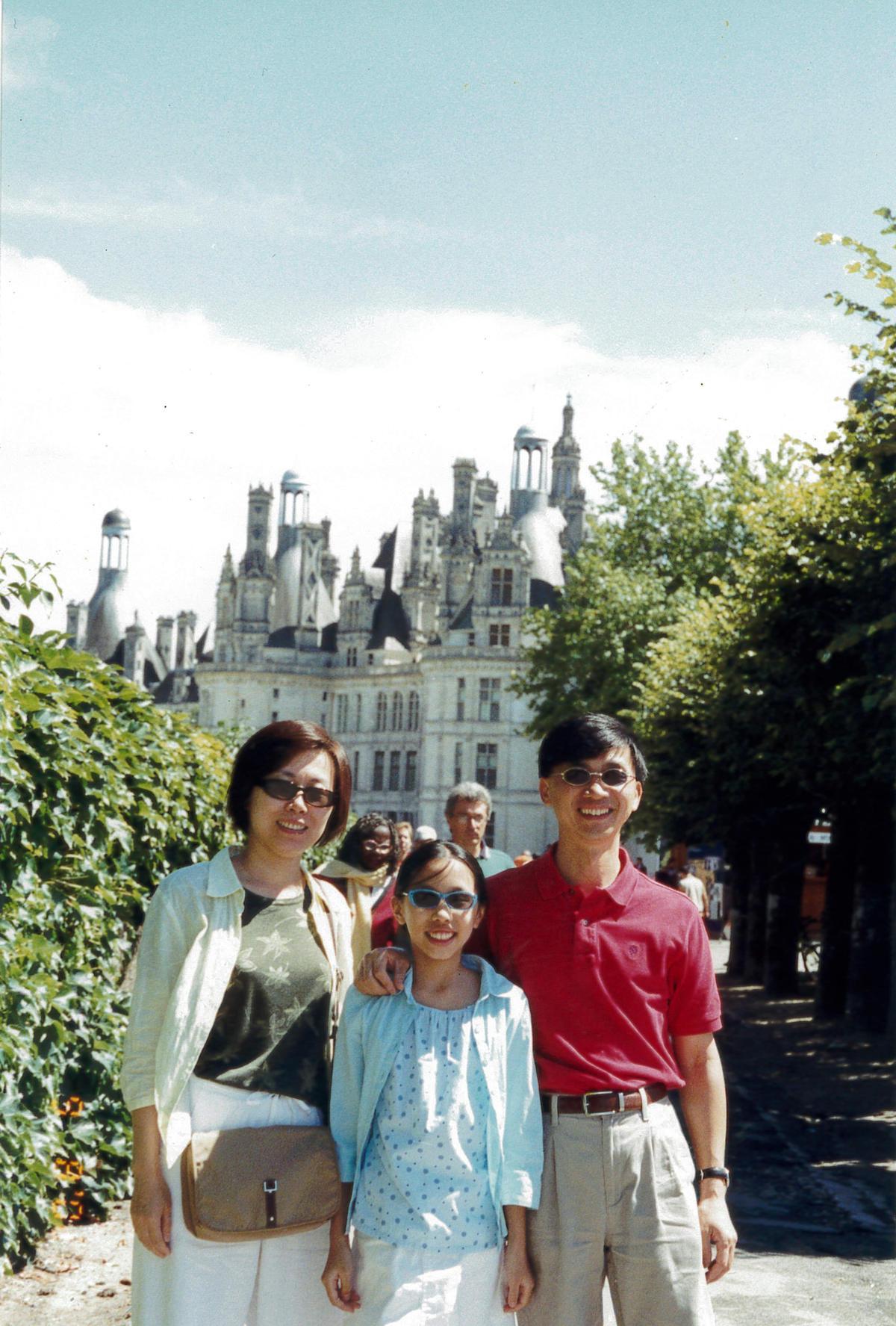 詹金和與妻子郭翠彬育有1女,一家三口感情好,每年全家人都會一起出國旅行。(欣光食品提供)