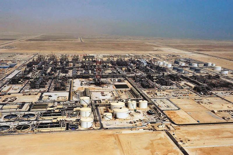 美伊衝突,伊朗有可能對油輪、煉油設備發動攻擊,油價恐維持高檔。(翻攝自殼牌石油官網)