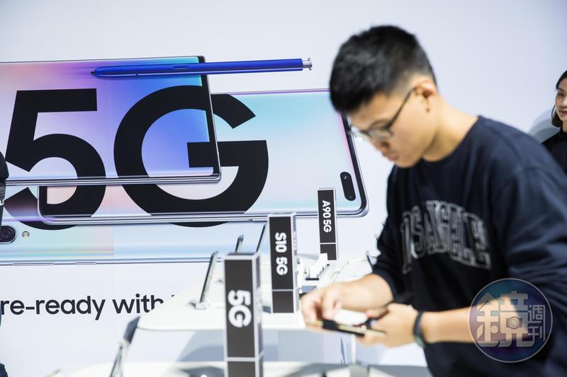 為搶5G執照台灣五家電信業者殺紅眼,標金也創下全球新高。