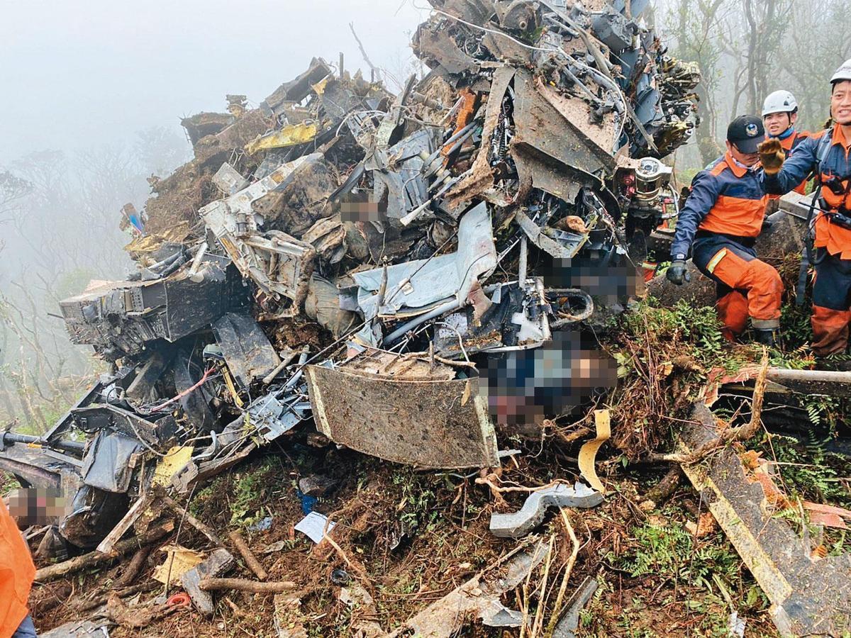黑鷹直昇機2日發生墜機意外,包含參謀總長沈一鳴等8人皆不幸逝世。(中央災害應變中心提供)