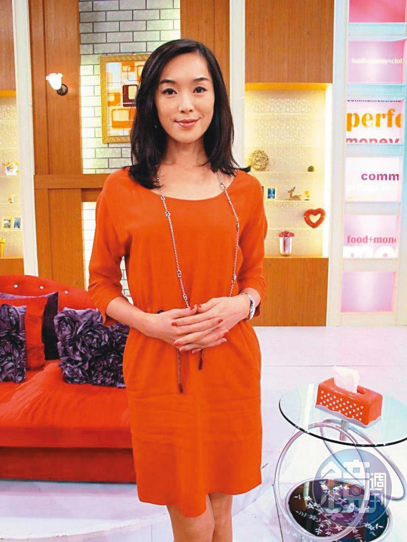 王靜瑩帶著身孕與陳威陶結婚,隔年傳家暴後離婚。