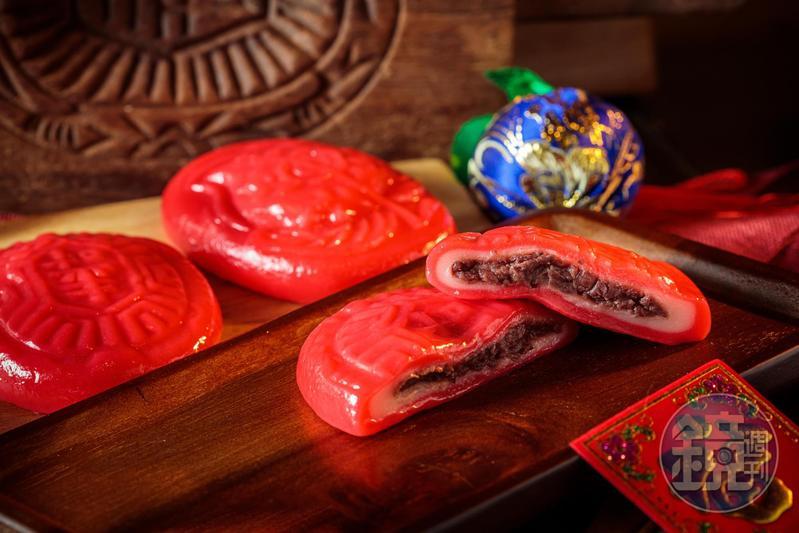 紅龜粿有長壽的吉利意思,是過年不可或缺的粿食之一。