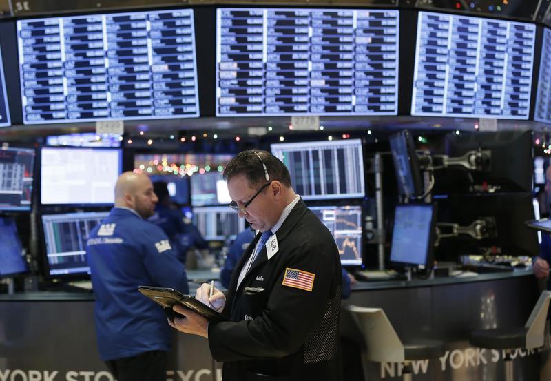 Miss Q看過長輩買股遭遇金融海嘯後讓退休遙遙無期,因此選擇存債券。(東方IC)
