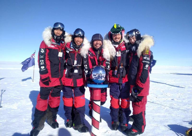 隨橘子關懷基金會長征南極點,宥勝(右2)坦言是人生最艱苦的挑戰,行前他連遺書都準備好了。(翻攝自宥勝臉書)