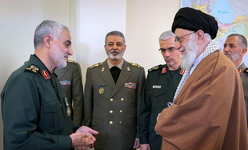 資料畫面,伊朗最高領袖哈米尼接見蘇萊曼尼。(網路截圖:wikiwand)