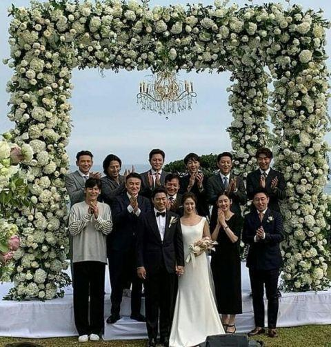 朱鎮模去年6月在濟州島舉行婚禮,許多親朋好友都去參加。(網路圖片)