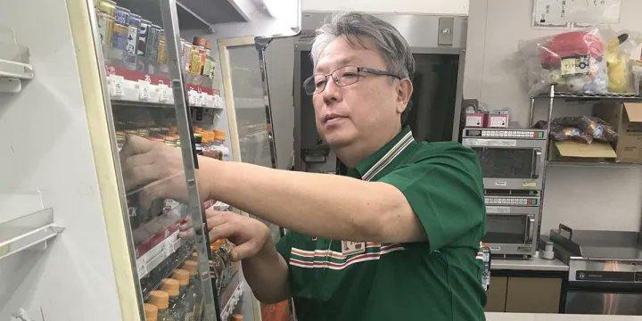 被勒令停業的7-11分店店長松本實敏。(圖片來源:推特)