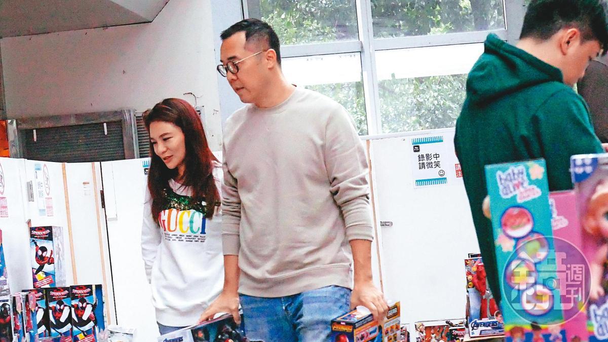 趙元同尚未恢復單身前,曾被本刊拍到與名媛林以婕頻繁親暱約會。