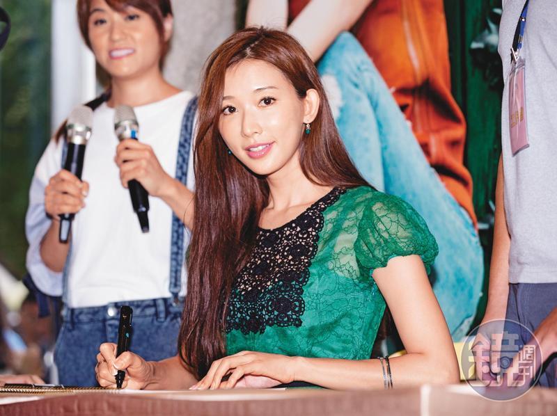 林志玲(圖)與張婷婷是北市東門國小「舞蹈實驗班」同學,二人情同姊妹。