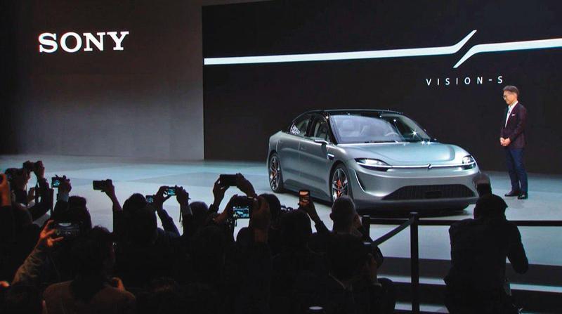 SONY產品發表會的壓軸,開出來一部可以與特斯拉並駕齊驅、直接挑戰賓士與BMW的超級電動車。(翻攝自SONY官網影片)