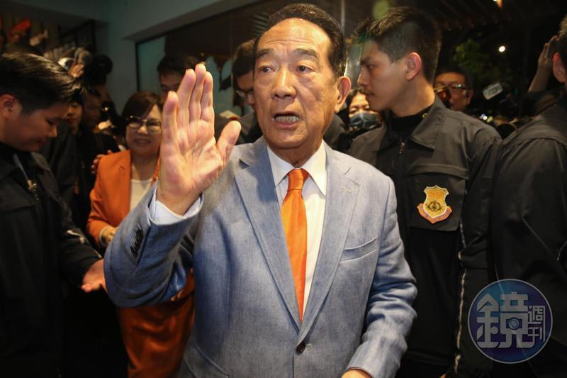 從蔣經國的祕書做起,宋楚瑜當過新聞局長、國民黨祕書長、台灣省長,但離開國民黨後失去資源,宋楚瑜一再敗選。