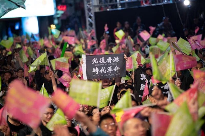 香港民主抗爭的發展將牽動未來四年的台海兩岸關係。