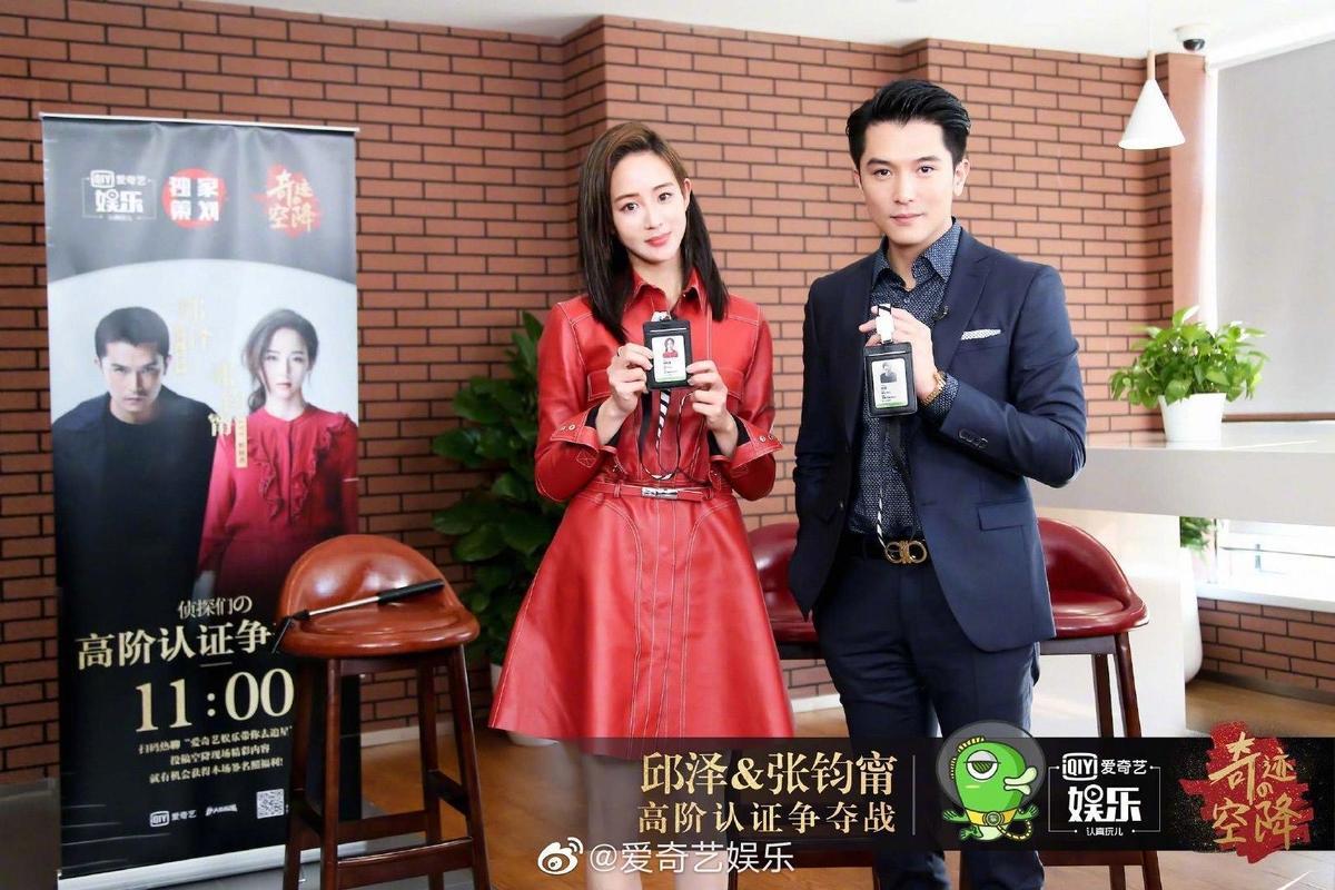 邱澤(右)與張鈞甯(左)接受陸媒專訪時並肩而坐,氣氛沒想像中尷尬。(翻攝自愛奇藝娛樂微博)