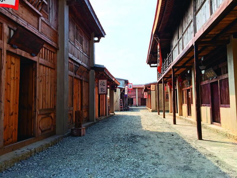 公視新戲《傀儡花》是園區內第一個進駐搭景、拍片的劇組。(臺南市文化資產管理處提供)