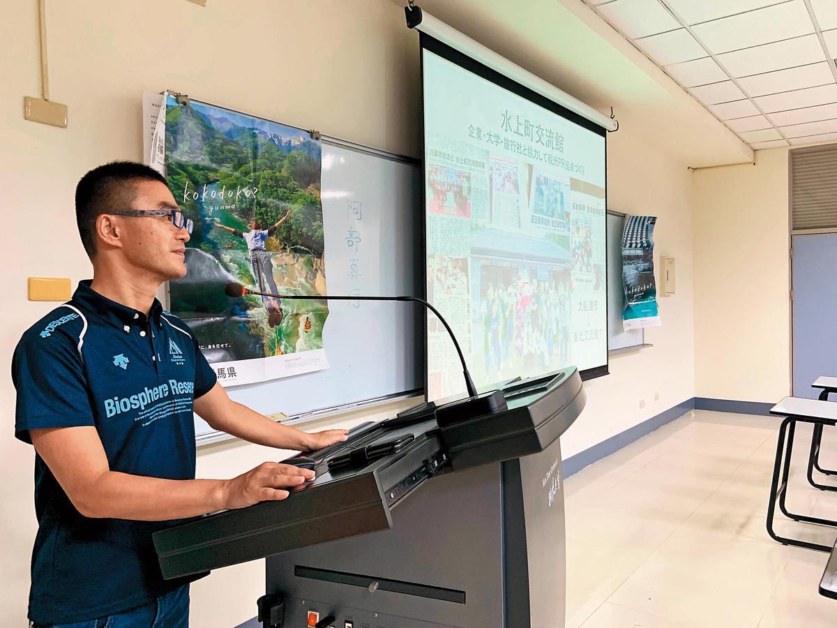 阿部真行是日本群馬縣水上町的公務員,因為喜愛臺南,申請派駐。