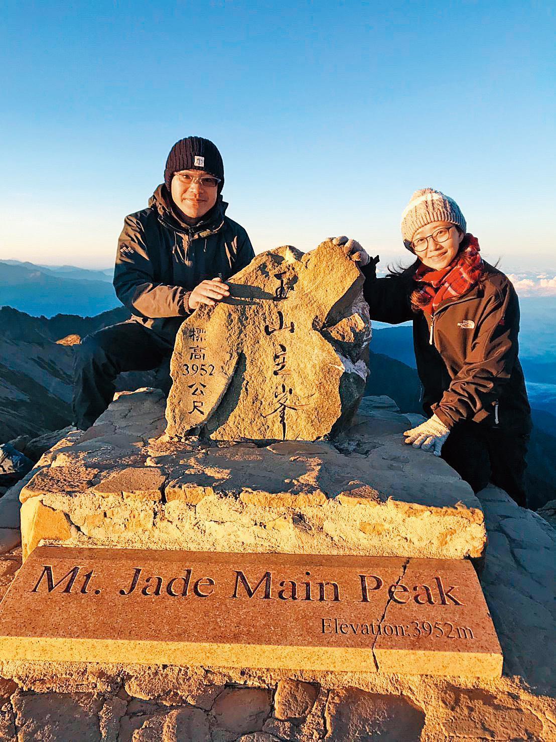 阿部真行(左)和太太方冠笛,足跡踏遍臺灣各地。