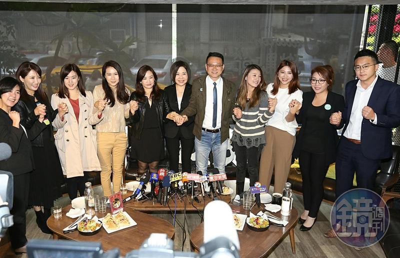 于美人邀約各陣營發言人一起坐下來喝茶,呼籲台灣社會回歸理性,好好修補人際關係。