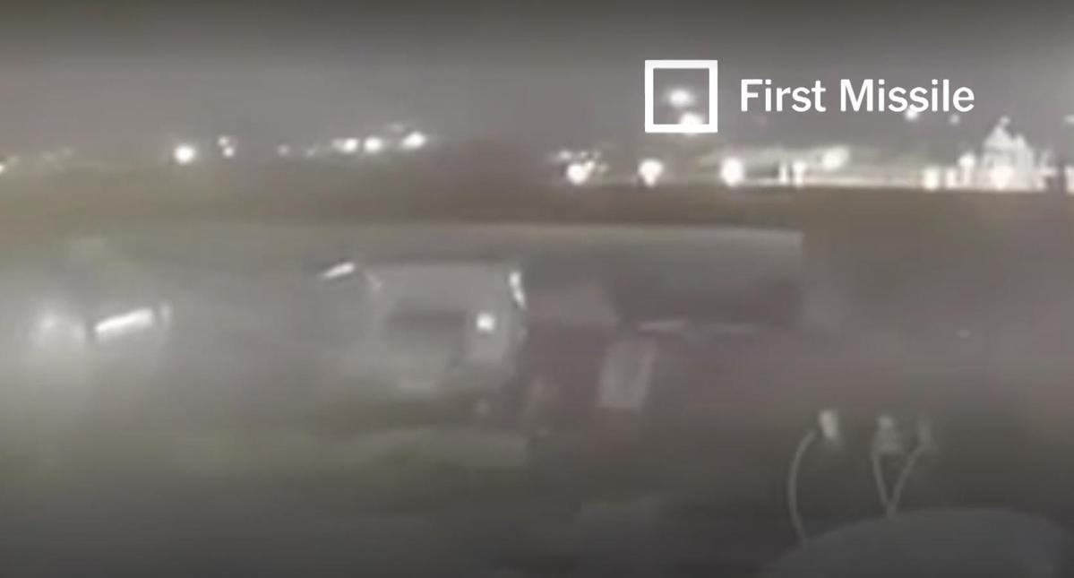根據最新曝光畫面觀察,客機先後遭到2枚飛彈擊中。(翻攝自紐約時報)